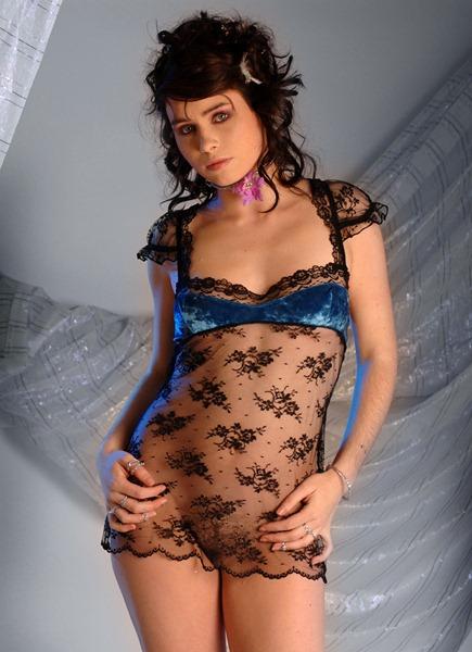 explicite art rachel exposing her sweet body