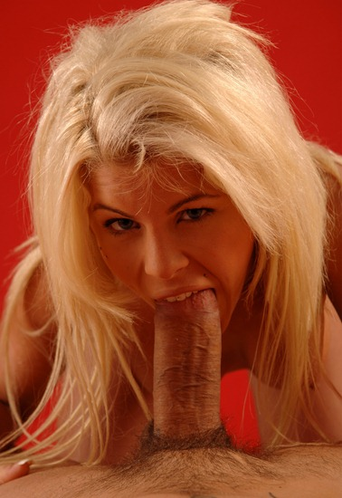 hot-blonde-sucking-a-big-cock